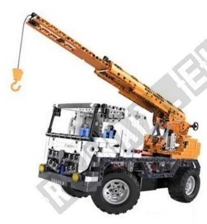Remote-controlled crane to build with bricks