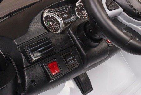 Auto auf Batterie Mercedes GLS63 weiß